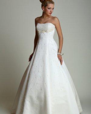 Свадебное платье Тамара прокат 2300 грн., продажа 4000 грн. Материал: атлас. Платье полностью расшито бисером. Цвет белый, кремовый. Размер 40, 42, 44, 48.