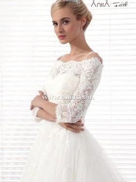 АКЦИЯ!!! 5000 грн. пркат, 10000 грн. продажа. Американский бренд ANIIA. Последняя модель. Шикарное платье. Материал кружево+ длинный шлейф, рукав 3/4, плечи открыты. 44-46 размер, цвет шампань.