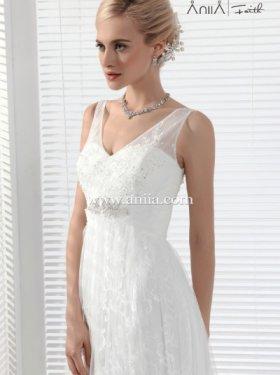 АКЦИЯ!!! 5000 грн. пркат, 10000 грн. продажа.  Американский бренд ANIIA. Последняя модель Шикарное платье. Материал кружево+ длинный шлейф+ всё платье элегантно расшито бисером, зеркальцами и хрусталиками. 42 размер, цвет шампань.