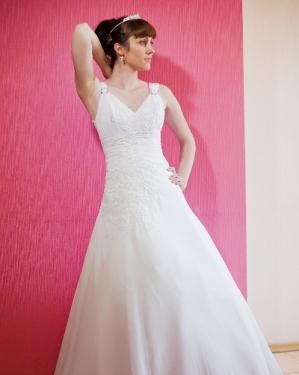Свадебное платье Лучиана.     прокат-2500грн., продажа -2300 грн. Материал: шифон. Цвет белый. размер 44.
