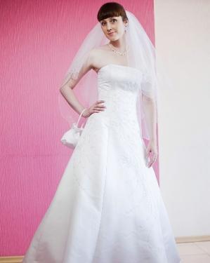 Свадебное платье Тамара прокат 1800 грн., продажа 2500 грн. Материал: атлас. Платье полностью расшито бисером. Цвет белый, кремовый. Размер 40, 42, 44, 48.