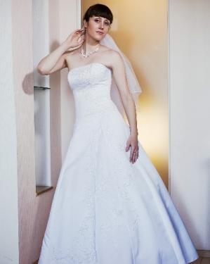 Свадебное платье Ирэн.          прокат-1800грн., продажа -2500 грн.