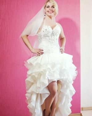 Свадебное платье Кармэн (платье трансформер), отстёгивается юбка. прокат-2000грн., продажа 4000 грн. Материал: жан-жан, фатин. Цвет айвори. Размер 44, 46.