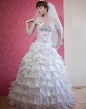 Свадебное платье Стоун. прокат-3500грн., продажа-3000 грн. Материал: жан-жан. Цвет белый. Размер 44, 46.