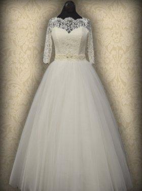 Платье с кружевным корсетом, рукав 3/4.  3500 грн. (Материал: Кружево, евросетка). Цвет: белый, айвори, кремовый. Размер: 42, 44, 46, 48, 50, 52. Возможен пошив со шлейфом и любой длины рукава.